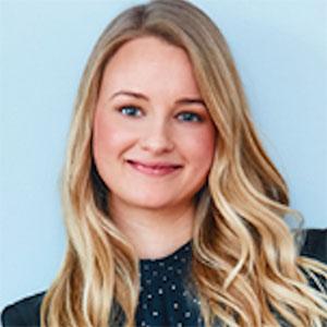 Portræt af smilende kvinde, Marie Klee, blogger på carrotstick.dk